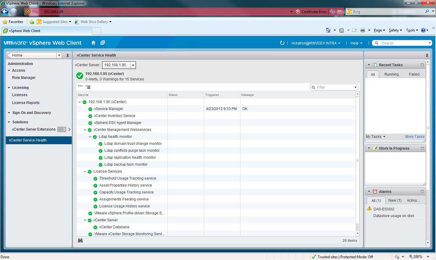 The vSphere Web Client displays the vCenter Server Status easily.